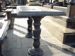 Столик гранит №019