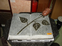 Книга с розой из Лезника